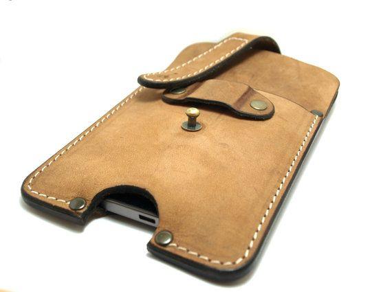 Douille à la main pour liPhone 6 avec lifeproof de brun cuir beige naturel avec boucle de ceinture.  Ce cas de téléphone élégant en cuir est spécialement