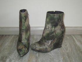 Mis botines de piel de serpiente