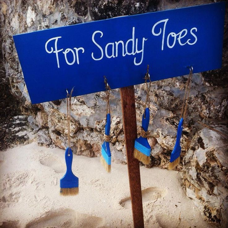 How clever is this for a beach wedding?! For Sandy Toes <3