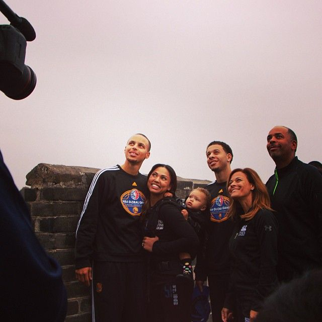 Six Currys (Dell, Sonya, Seth, Stephen, Ayesha and Riley) pose for a photo on the Great Wall. #WarriorsInChina