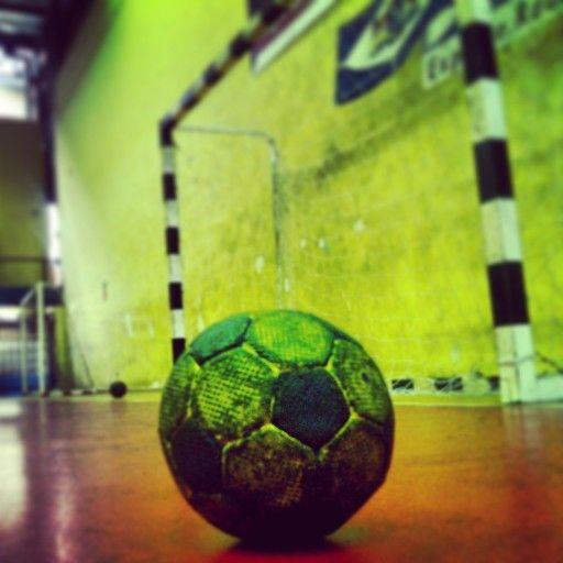 Handball !!