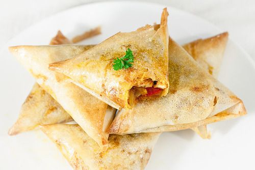 Samoussas épicés au poulet et poivrons Un petits délice ces samoussas. J'en avais déjà fait au poulet ...