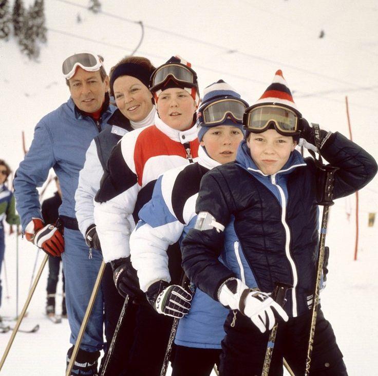 Prins Claus, koningin Beatrix en de prinsen Willem-Alexander, Friso en Constantijn (van links naar rechts) Lech 1981