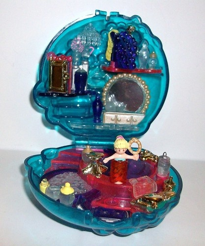 VINTAGE POLLY POCKET BUBBLE BATH 1996...I also owned this....but vintage...really? I'm 22 I'm not vintage yet yo!
