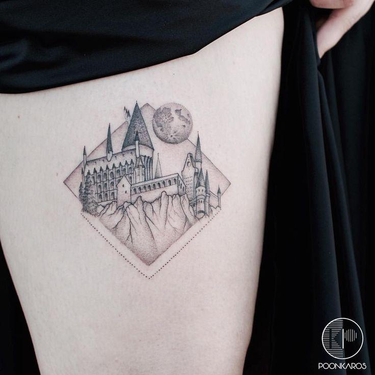 "1,876 curtidas, 32 comentários - Karry Ka-Ying Poon (@poonkaros) no Instagram: ""Hogwarts castle for Epi Done at @iristattooart"""