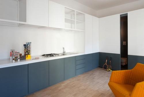 Block colour kitchen, Ligne Roset chair by fab brothers Bouroullec / 1:3 Apartment von Massimo Tepedino Studio.