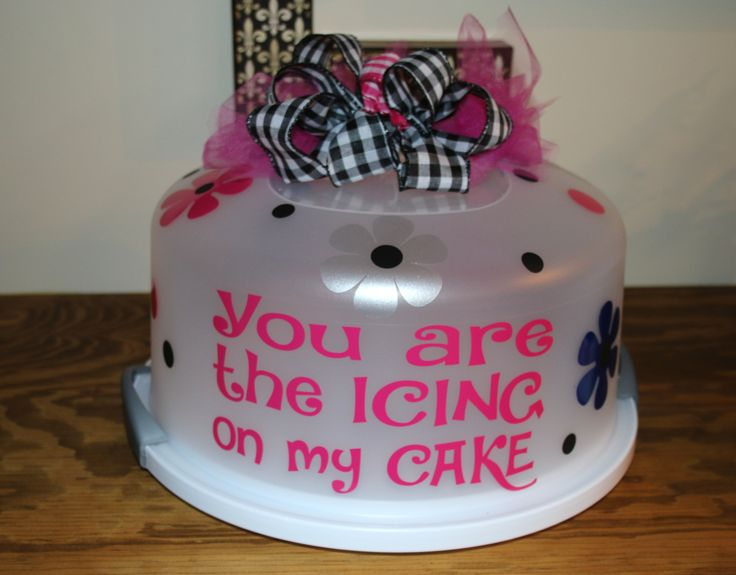 Cake carrier with vinyl decoration