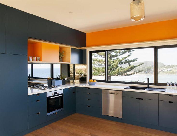 Кухня/столовая в  цветах:   Бежевый, Коричневый, Светло-серый, Синий, Черный.  Кухня/столовая в  стиле:   Минимализм.