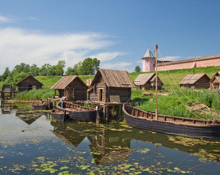 1280x1024 Обои суздаль, владимирская область, река, каменка, кремль, башня, город-заповедник, лодки, деревянные, дома