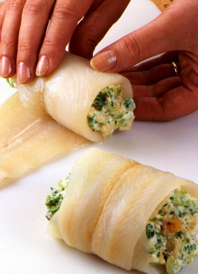 Spinach and Ricotta Stuffed Fish Fillet Ingredients 2- 4 oz halibut fillets (or other fish fillet such as salmon, mahi mahi, tilapia, or catfish. Whatever fits your budgeting needs) 1 tsp of olive oil 1 Tablespoon