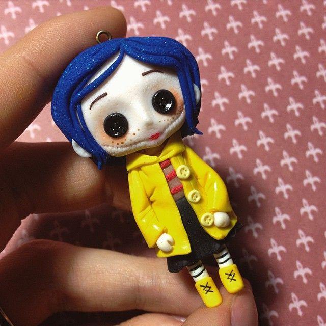 A little Coraline Doll - Fan art in polymer clay