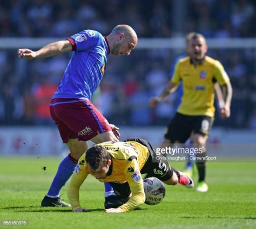 04-08 SCUNTHORPE, ENGLAND - APRIL 08: Bolton Wanderers Adam Le... #lesap: 04-08 SCUNTHORPE, ENGLAND - APRIL 08: Bolton Wanderers… #lesap