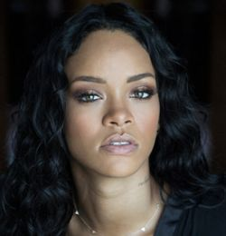 """Universidade de Harvard nomeia Rihanna a """"Humanitária do Ano"""" #Cantora, #Crianças, #Cultura, #M, #Mundo, #Noticias, #Rihanna, #Terra http://popzone.tv/2017/02/universidade-de-harvard-nomeia-rihanna-a-humanitaria-do-ano.html"""