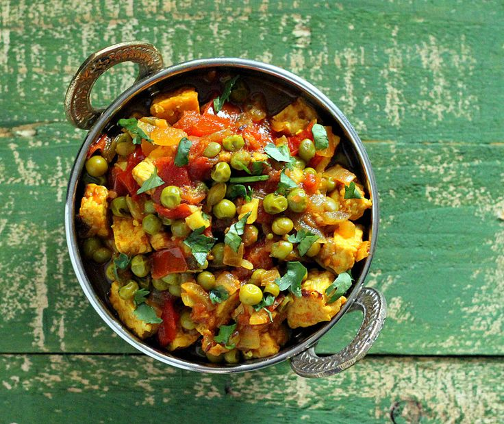 """Vegan Richa: Mutter """"Paneer"""" - Spiced Peas and Tempeh curry. Glutenfree recipe, and """"Vegan Indian Cooking"""" Book giveaway."""