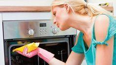 Ako vyčistiť rúru:   1. Stačí zmiešať 1 balíček prášku do pečiva s miskou vlažnej vody a touto zmesou natrieť celé vnútro rúry.  -  2. Zmes necháme v rúre pôsobiť 24 hodín a potom ju spolu s pripáleninami jednoducho zotrieme vlhkou handričkou.  -  3. Sklo na dvierkach sa najlepšie čistí vlažnou mydlovou vodou.
