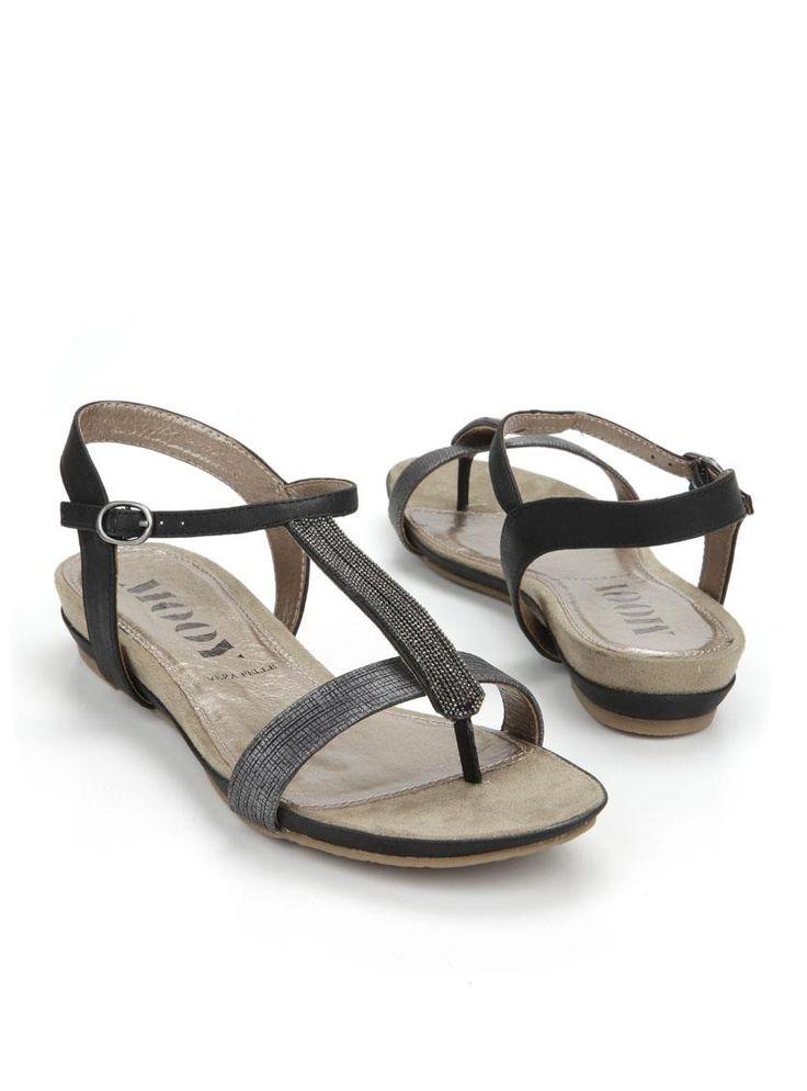 MOOY sandaal  Description: Zwarte sandalen van MOOY. Deze dames sandalen zijn voorzien van een riemsluiting en hebben en decoratie op de wreef.  Price: 44.99  Meer informatie