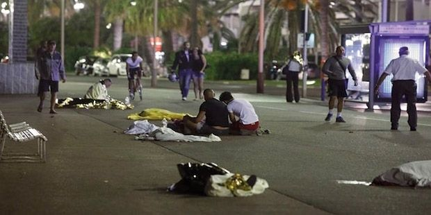Fransa'nın ulusal gününde Nice'te terör saldırısı: En az 73 kişi öldü!