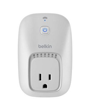 Belkin WeMo Switch: Plug in a device and then turn it on