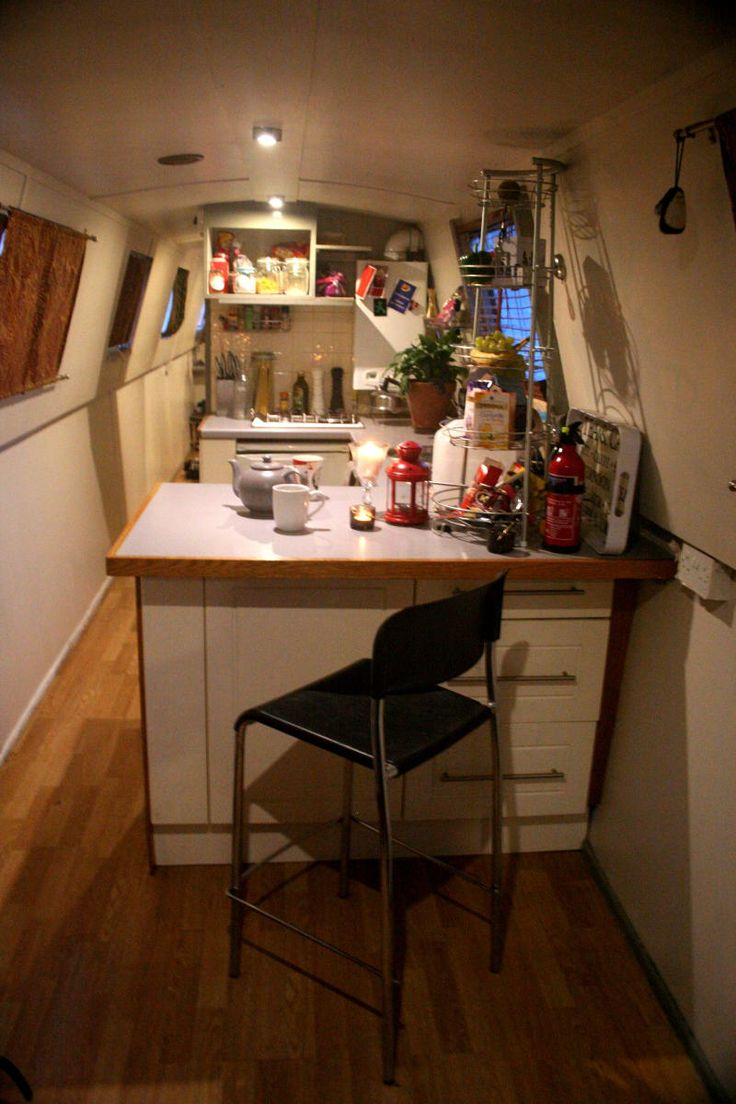 Unusually spacious kitchen, with breakfast bar/dining area for cosy dinners onboard