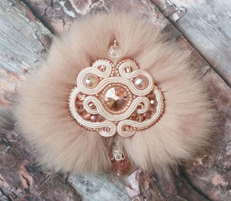 The soutache brooch with a Swarovski crystal, perls, Japanese and Czech beads and peach rabbit's fur. Very tender, soft and modern jewellery for the fashionista.
