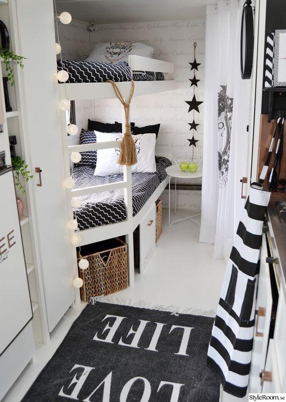 two person camper interior design | Zwart-wit levert ook een mooie combinatie op als je bang bent dat ...