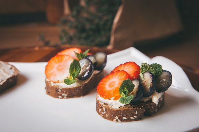 Брускетта с разными начинками - пошаговый рецепт приготовления с фото