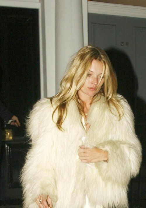 Kate Moss // wavy hair & white fur coat #style #fashion #model
