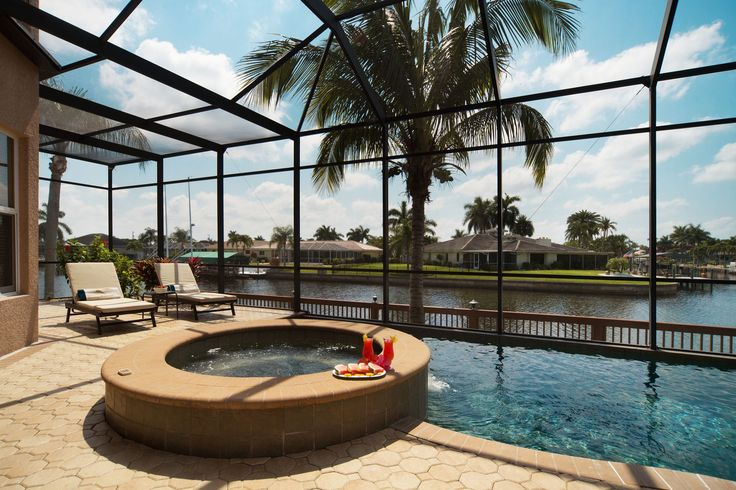 Whirlpool with a drink cheers! Ferienhaus cape coral