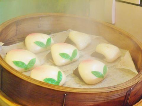 長崎の一大イベント、長崎ランタンフェスティバル。もともとは旧正月(春節)を祝う行事でしたが、今では長崎の冬の風物詩として全国的に有名に。オブジェのクオリティの高さもさることながら、中華街のB級グルメの食べ歩きも見逃せません。今回は長崎新地中華街で食べたい長崎らしいB級グルメをご紹介します。