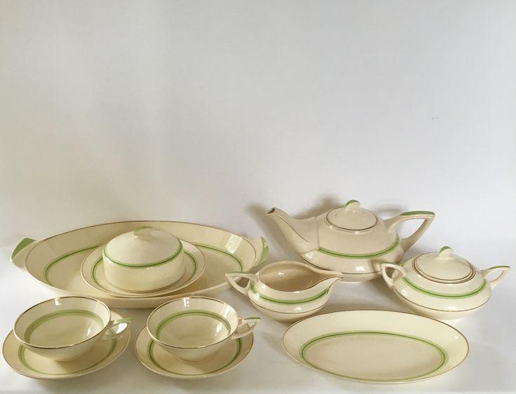 Leen Muller Vermu breakfast set designed in 1928 executed by Plateelbakkerij Zuid-Holland Gouda. Dutch Art Deco.