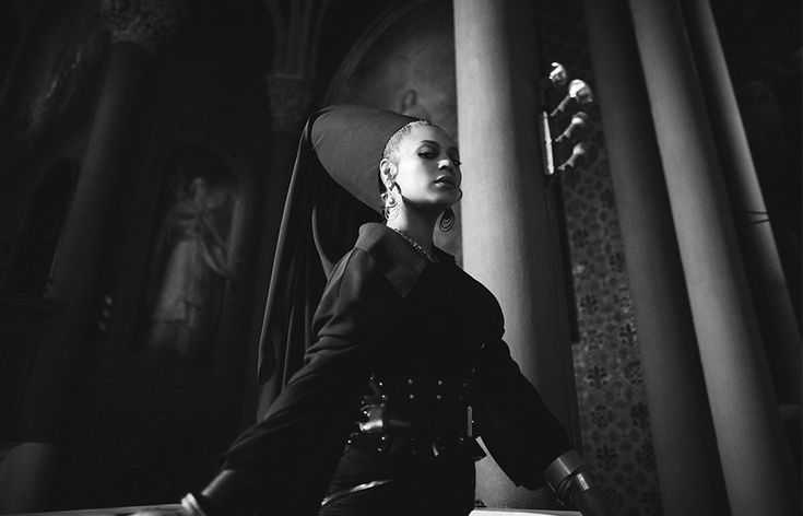 Beyoncé:Styling: Marni Senofonte, Atelier: Timothy White, Make-Up: Sir John, Hair: Neal Farinah,Dress: MXMXTW,Jewels: IX Karat & PartsOfFour,Corset: Agent Provacteur,Belt: Zana Bayne - Family Feud My Life 29th December 2017