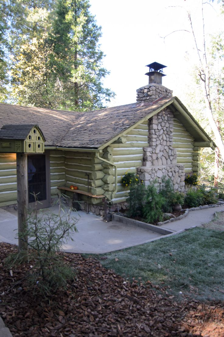 Craftsman homes for american dream builders fans zillow blog - This Is An Interesting Choice What Do You Think Of The Color On The Outside Of This Cabin