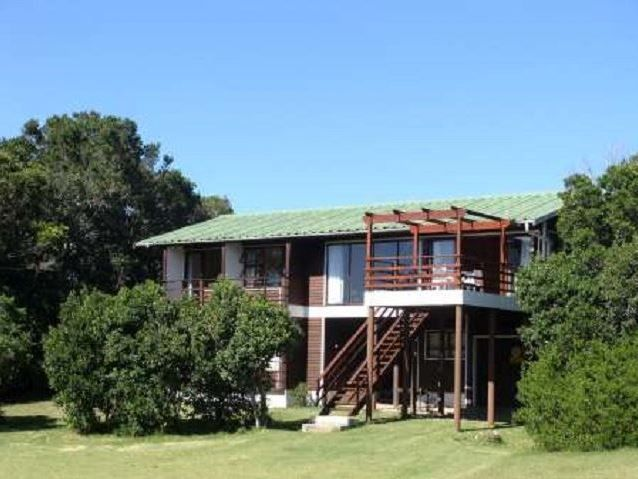 424 Lagoon Drive - 424 Lagoon Drive is situated in one of the most beautiful locations along the Garden Route, Natures Valley.  This stunning wooden house has four bedrooms and two bathrooms. There is an open-plan living ... #weekendgetaways #naturesvalley #southafrica