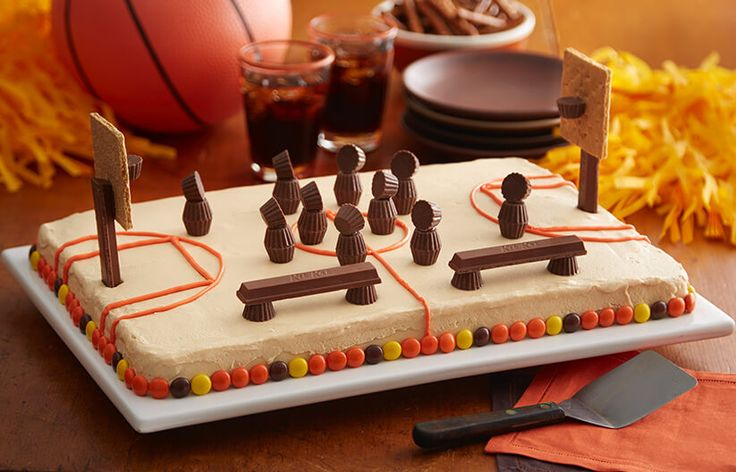 Try this REESE'S Basketball Court Cake recipe, made with HERSHEY'S products. Enjoyable baking recipes from HERSHEY'S Kitchens. Bake today.