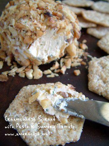 サンドライトマトとバジル風味のクリームチーズ・スプレッドスプレッド(spread)はパテみたいな硬さで、フランスパン、ベーグル、クラッカー等に塗って食べるものです。クリームチーズを手作りしてみたいと思われる方はAyeyaiさんのブログに作り方が載っていま
