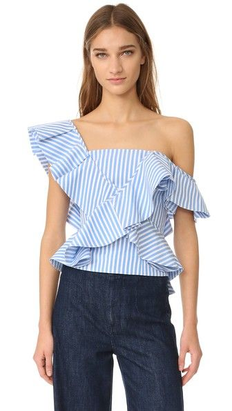 ¡Consigue este tipo de top hombros descubiertos de Petersyn ahora! Haz clic para ver los detalles. Envíos gratis a toda España. Petersyn Eliza One Shoulder Top: A flounced ruffle trims the single-shoulder neckline on this striped Petersyn blouse. Smocked elastic back panel with zip closure. Fabric: Polished shirting. 100% cotton. Dry clean. Made in the USA. Measurements Length: 19.75in / 50cm, from shoulder Measurements from size S (top hombros descubiertos, sin hombros, off shoulders…