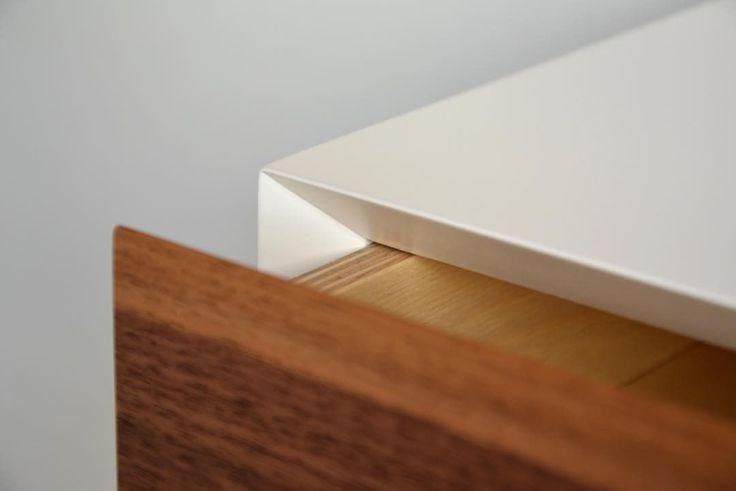 """22 kedvelés, 4 hozzászólás – MyBetterShelf (@mybettershelf) Instagram-hozzászólása: """"Details of our newest floating nightstand. www.mybettershelf.com #oak #walnut #drawer #floating…"""""""