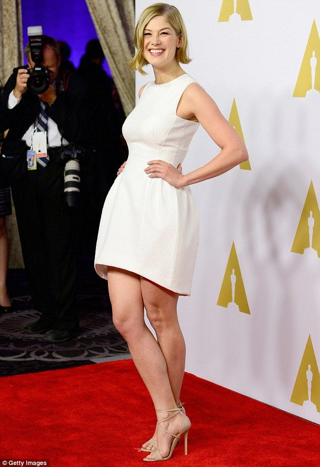 That's just showing off! Gone Girl actress Rosamund Pike continued to show her impressive ...