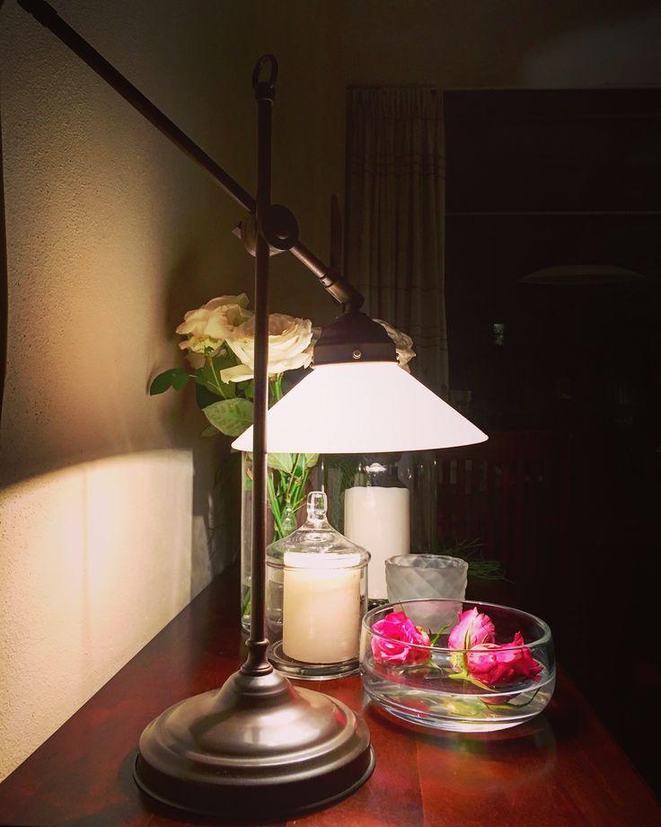 Livingroom decoration with tablelamp in farmhouse style / woonkamer decoratie met tafellamp in landelijke stijl