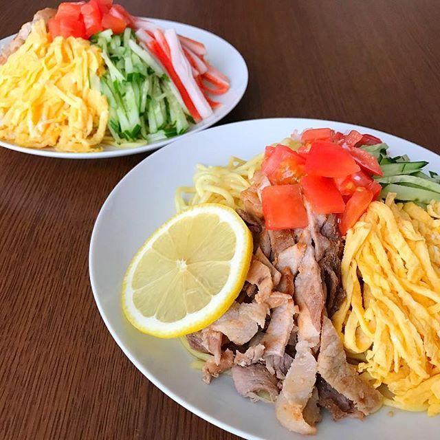 🌼今日のおうちの昼ごはん . ⚫︎冷やし中華 . 『冷やし中華なんちゅ〜か〜⁉️』言いながら いつも盛り付けてる😁笑 . #冷やし中華 #冷やし中華始めました #冷やし #中華 #麺 #錦糸卵 #肉 #豚肉 #きゅうり #とまと #レモン #かにかま #おうちごはん #うちごはん #ランチ #lunch #lunchtime  #昼食 #昼ごはん #おひるごはん #ふたりごはん #cooking #料理 #献立 #記録 #メニュー