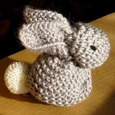 Balaine   Laine online discount   Modeles gratuits: Aussi mignon que simple, le petit lapin tricoté au point mousse !