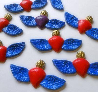 Corazones con alas.