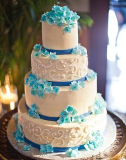 White & Blue Wedding Cake instead of Blue use purple