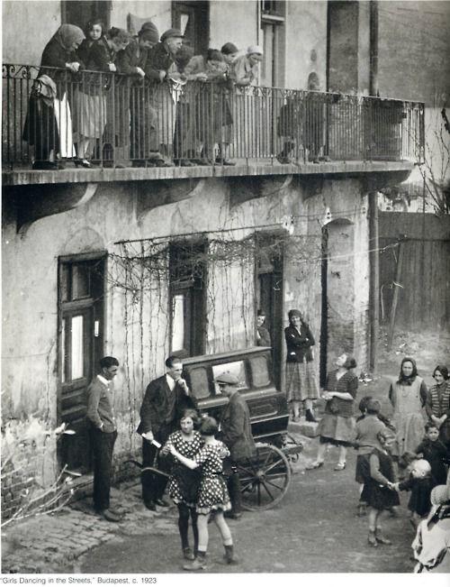 "Martin Munkacsi: ""Girls Dancing in the Streets"", Budapest, 1923Dancing, Hungarian Photographers, Girls Generation, Street, White Photos, Budapest, Photography, Martin Munkácsi, Martin Munkacsi Girls Dance"