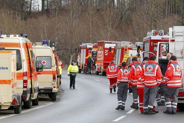 Το Κουτσαβάκι: Στη Βαυαρία, συγκρούστηκαν δύο επιβατικές  αμαξοστ...