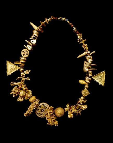 Akan gold necklace, 1895–1905 | The Museum of Fine Arts, Houston. I love the combination of shapes.
