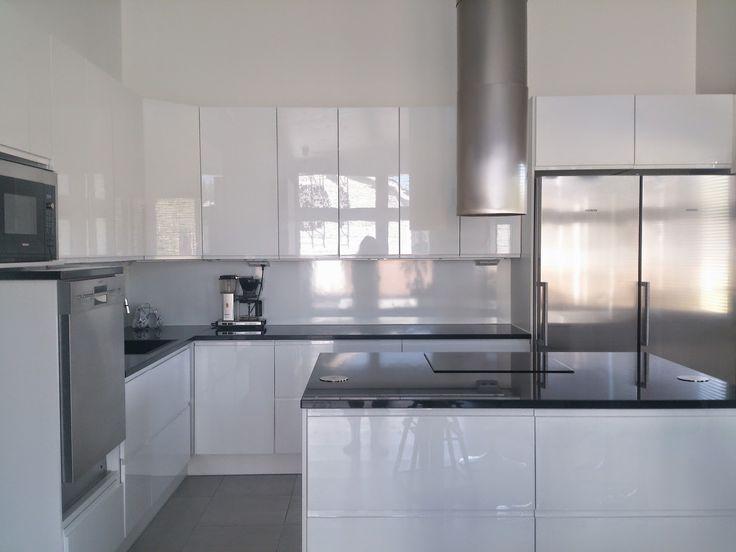 Moderni valkoinen koti
