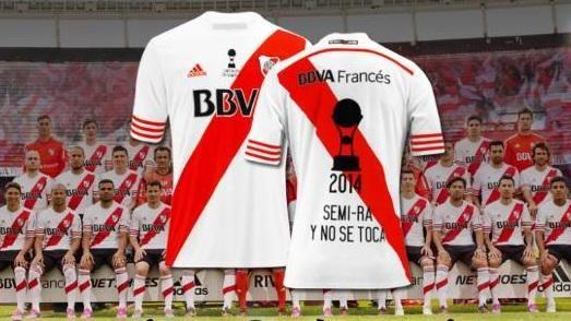 La camiseta de los festejos por la Copa Sudamericana 2014 se va entre todos los que den #RT y sigan a @CARiverPlate.