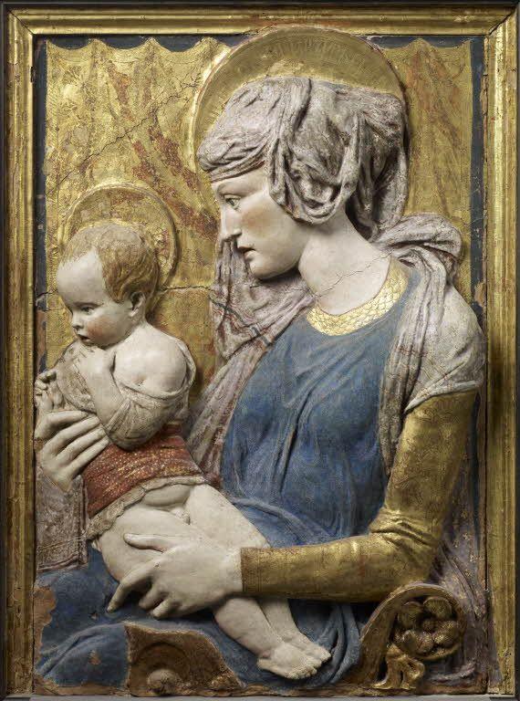 Donato di Niccolo BARDI dit DONATELLO Florence, vers 1386 - Florence, 1466  La Vierge et l'Enfant  Proviendrait de la villa Vettori à Tignano dans le Val d'Elsa (Toscane) Terre cuite polychromée et dorée H. : 1,02 m. ; L. : 0,74 m. Musée du Louvre