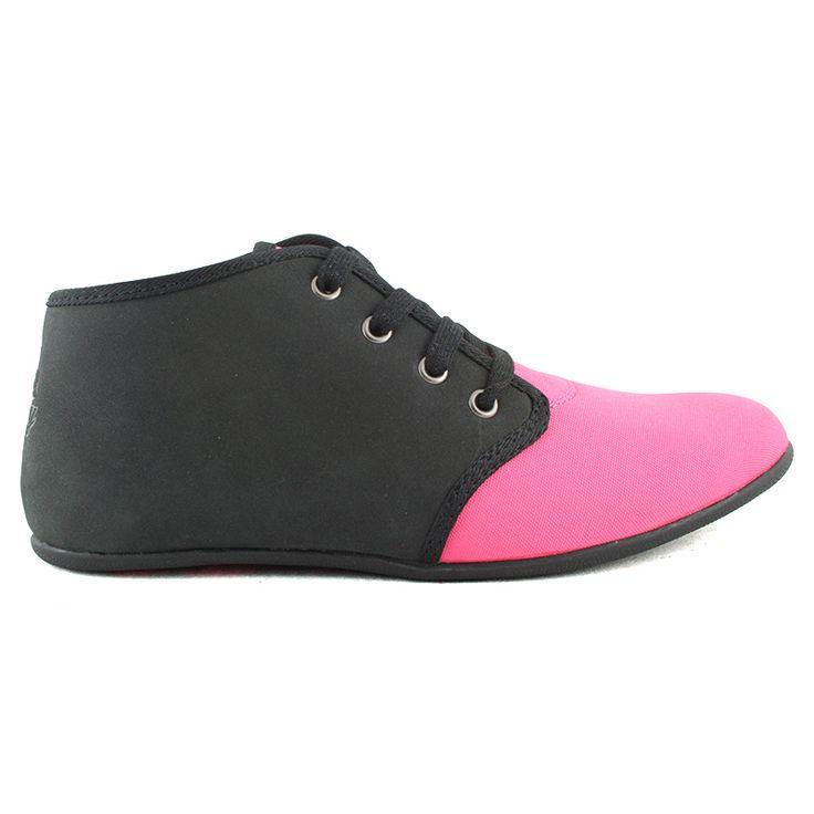 Najnowsza wiosenna propozycja dla wszystkich dziewczyn, które cenią sobie luźny i wygodny styl.  Lekkie sportowe buty wykonane z materiałów tekstylnego i skóropodobengo.  Kolor: czarno-różowy  Cena: 149 zł